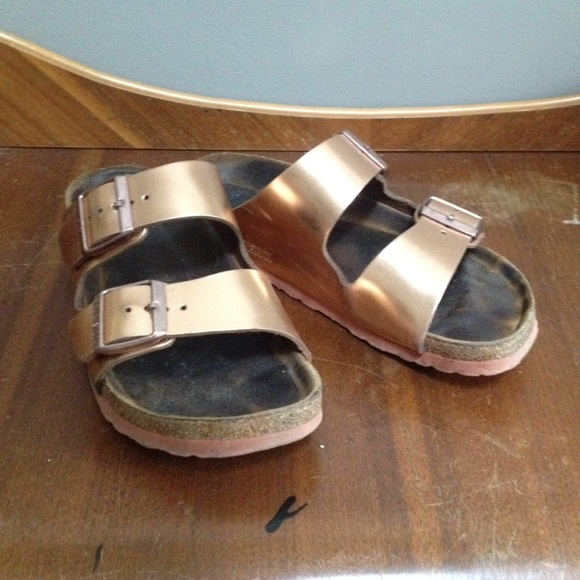 089b67ee73d Birkenstock Shoes - Rose Gold   Copper Metallic Birkenstock Arizona 37