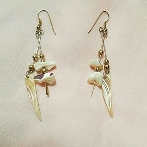 Jewelry - ✔2 FOR 12 OR 3 FOR 15.00✔VINTAGE SHELL EARRINGS.