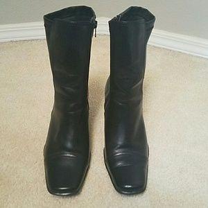 Like new black boot