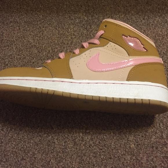 46dd3fe1d233 Air Jordan 1 mid girl