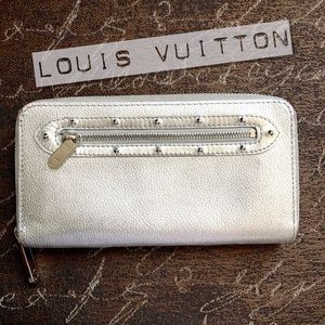 LOUIS VUITTON Silver suhali leather zippy wallet