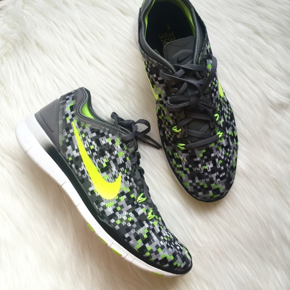 40c6bd5585c1 New NIKE FREE 5.0 Black   Neon Running Shoes!