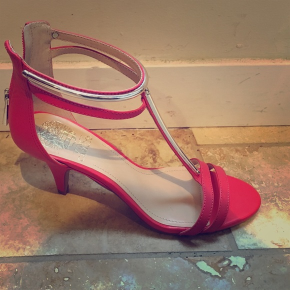 2ab2b79bae5f Vince Camuto Mitzy Leather T strap sandal