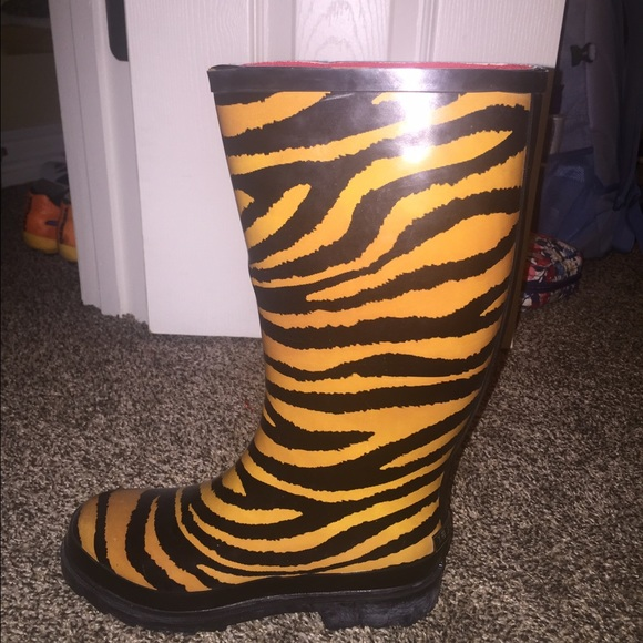 63% off 124 girl Shoes - tiger print rain boots!! from Kilyn's ...