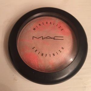 """MAC Mineralize Skinfinish in """"Adored"""""""