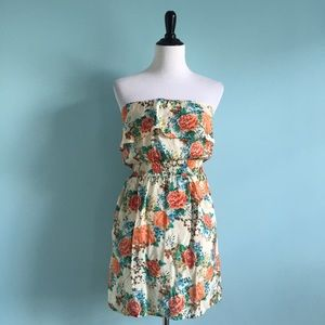 Body Central Dresses & Skirts - Strapless Cream Floral Dress