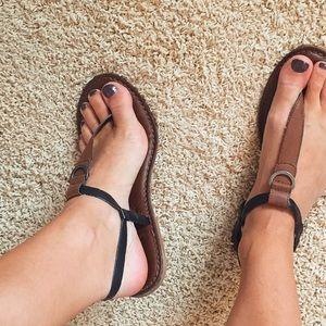 American Eagle brown & black sandals
