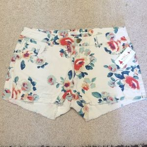 Blu Pepper Pants - NWT Cream and floral print shorts
