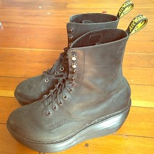 Dr. Marten Jamila platform boots