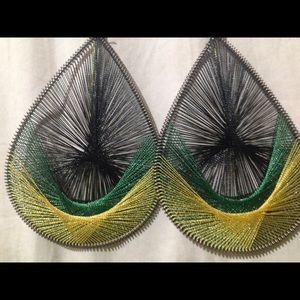 Beautiful woven earrings, green / yellow design!