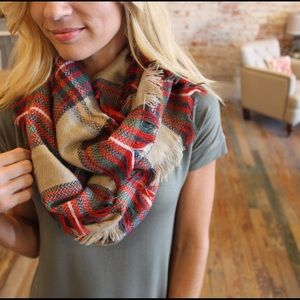 ✨RESTOCKED✨Plaid fringed infinity scarf