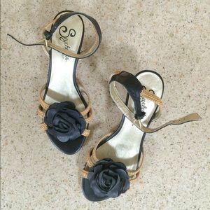 Seychelles Shoes - Kitten heel ankle-strap sandals by Seychelles