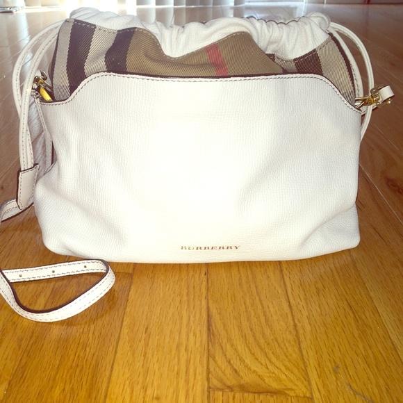 7599175998be Burberry Handbags - Burberry white