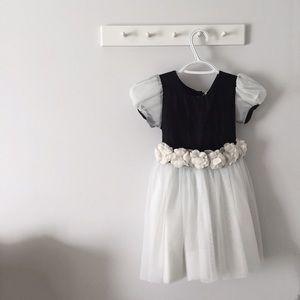 Posies Other - Vintage Posies Flower Dress & Hair Piece