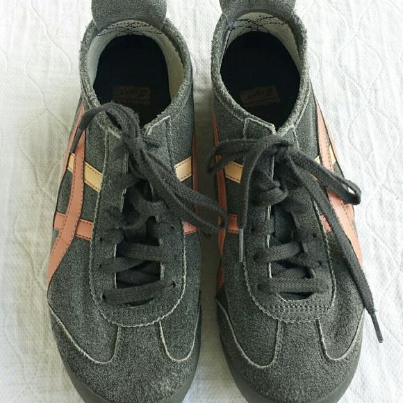 dcaffd796e Comfy   cute sneakers. M 57a5014f5c12f84c87006cf7