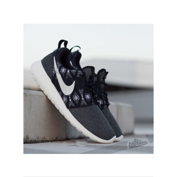best loved fc982 b244f Nike Roshe Run Sneakers. M 57a517d18f0fc4279800907e