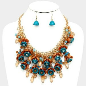 Jewelry - Flower & glass bead cluster bib necklace