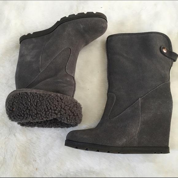 80a4019983e6 Ugg Kyra Grey Suede Wedge Boot 7.5. M 57ad449bc6c795c01f004101