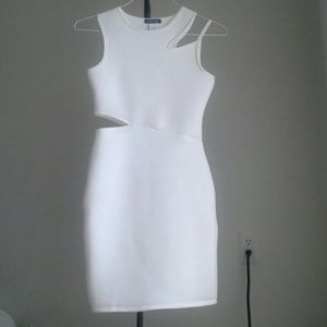 Dresses & Skirts - 🆕 (S) Cutout Detail Bodycon Dress