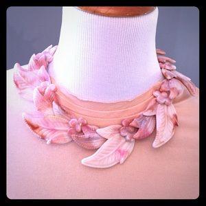 Fun vintage plastic lucite beaded flower necklace