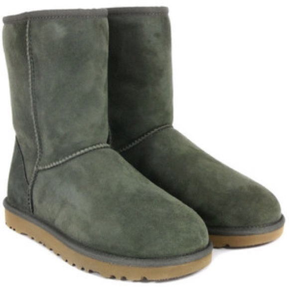 c5a9312c73d Classic Short UGGs in Olive