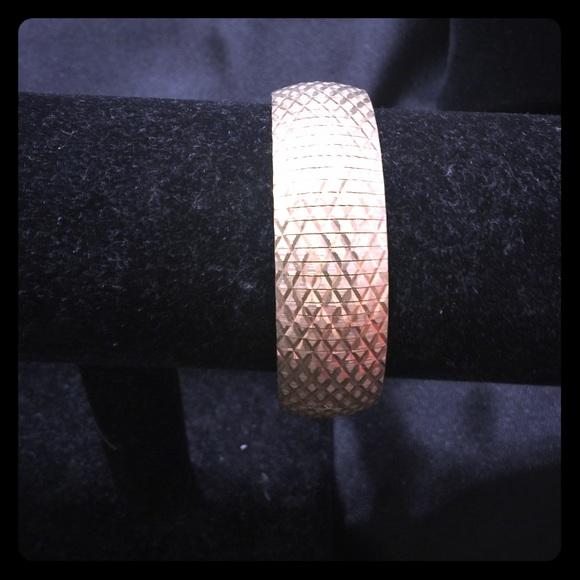 Gold toned diamond cut bracelet [JW-74]