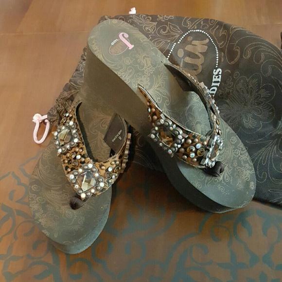 92c3ab9be3402 Justin Boots Shoes - Justin Rhinestone Platform Flip Flops