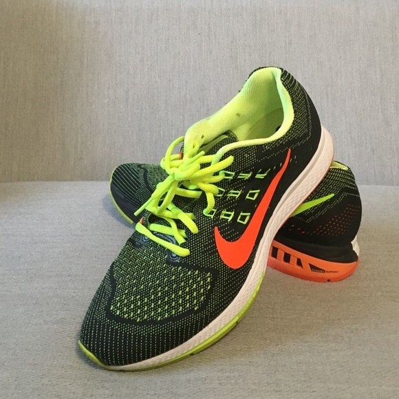 b0409ffd28d9 Nike Running Shoes in Black and Neon Colors. M 57a67a6a4e95a36035011ea3