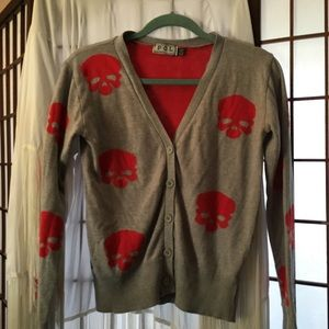 Adorable grey cardigan with red skulls