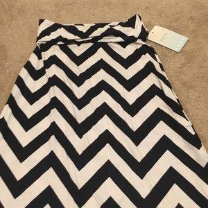 Size Small Black & White Chevron Maxi Skirt NWT