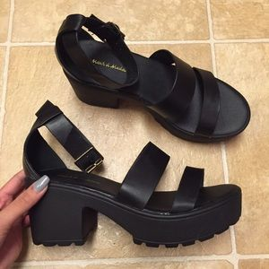 Shoes - Black Platform Sandals