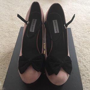 Marco Santi 10 nude/black heels in faux suede