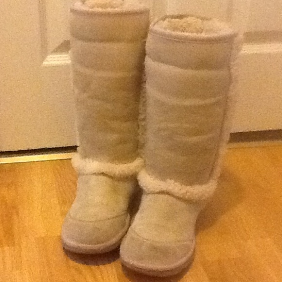Ugg boot big kids size 4 women's size 6