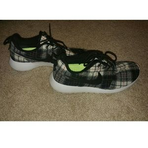 le scarpe nike donne roshe correndo poshmark scozzese