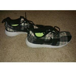 Nike Shoes Womens Plaid Roshe Running Poshmark