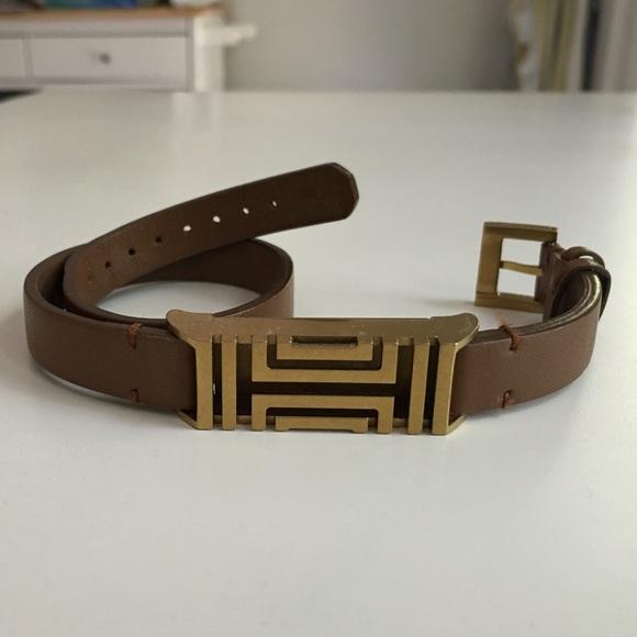 386e5416af14 Tory Burch Fitbit Double-Wrap Leather Bracelet. M 57a7701da88e7d060b01854a