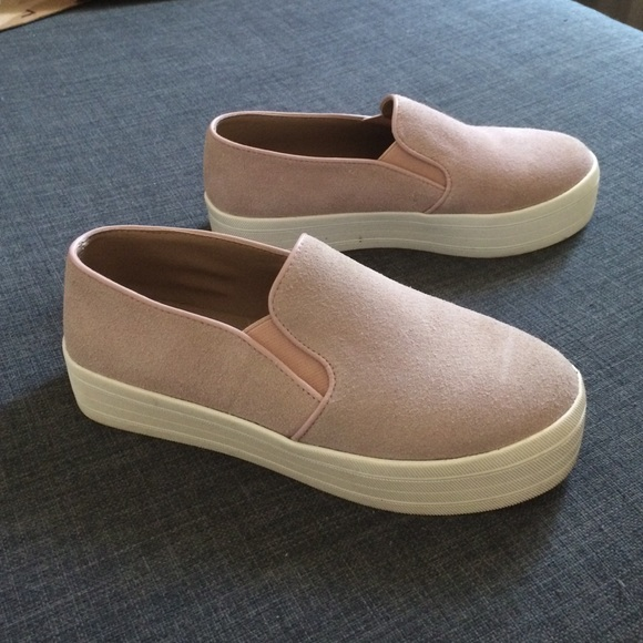 aa7d277f83c Steve Madden Buhba platform blush slip on sneakers.  M 57a77596fbf6f9e479007b60