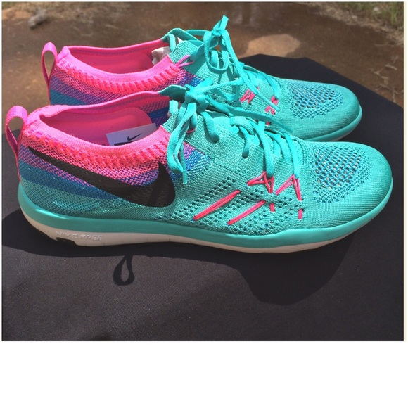 782409a10082 🆕Listing🆕Women s Nike ✓️FREE TR FOCUS FLYKNIT✓️