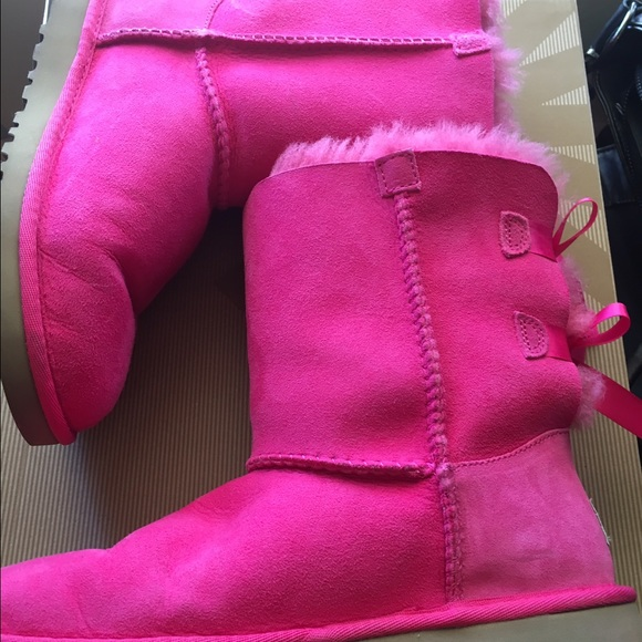 7b9aefadee3 Women's size 7 hot pink Bailey bow uggs