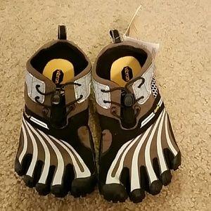 Vibram Shoes - Vibram Fivefingers Spyridon LS Size 37 NWT