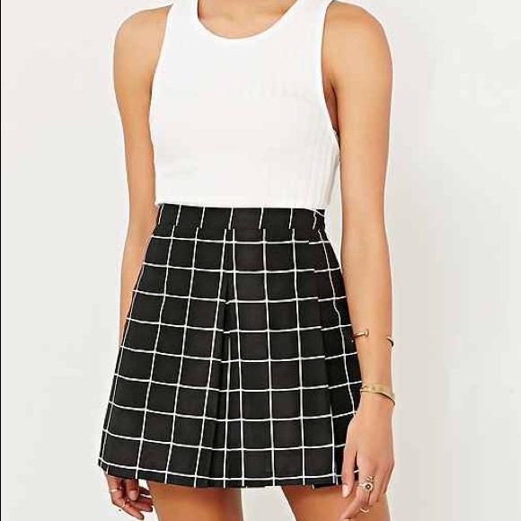 f0b5ca095 Urban Outfitters Black & white grid mini skirt. M_57a7b038f0137d63c602157c