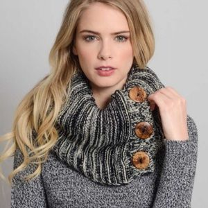 Accessories - Sale❤️Chunky Knit Button Infinity Scarf