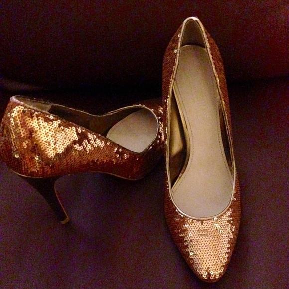 88def509b75ca1 Colin Stuart Shoes - Victoria s Secret gold sequin heels 8