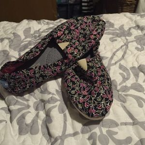 Shoes - Toms