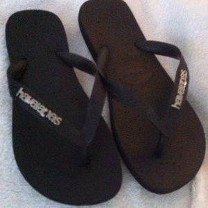 Havaianas Shoes - Accepting offers! Havaianas black flip flops