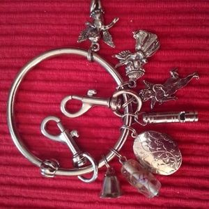 Jewelry - Keyring with seven charms!