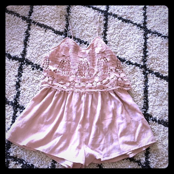 American Eagle Outfitters Dresses & Skirts - Delicate pink romper