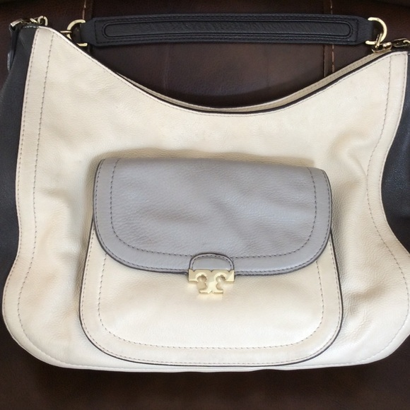 472291bf7417 Tory Burch Sammy Hobo. M 57a8a9606a5830eecc03c6f0. Other Bags ...