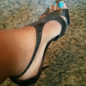 NINE WEST metallic snake skin heels
