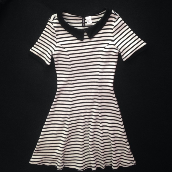 selección premium bfd83 847c9 H&M Divided Black/White Striped Dress with Collar
